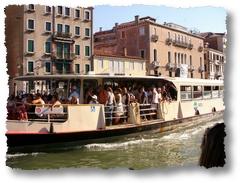 vaporetto in Canal Grande a Venezia