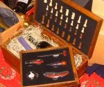 scatola legno per due bottiglie, con scacchiera e accessori sommelier