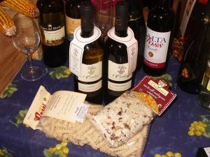 Prodotti eno gastronomici tipici di alta qualità: vino biologico no solfiti, riso carnaroli, fusilli di semola di grano duro